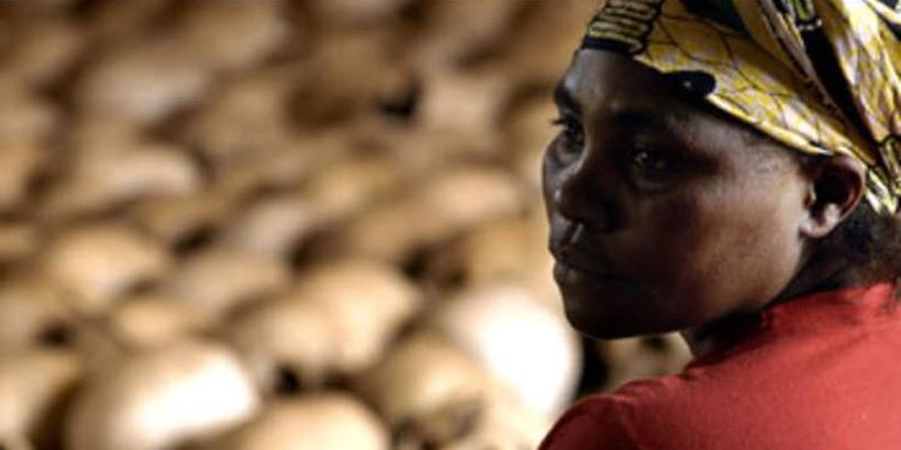Danielle Nyirabazungu, gardienne du mémorial de Gisozi, le 27 février 2004 à Nyamata. © Gianluigi Guercia/AFP
